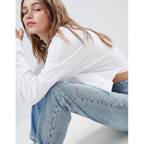 Fashion DESIGN crop boxy t-shirt with long sleeves in white Round neck Dropped shoulders For laid-back vibes 1245466 ATGLKCV